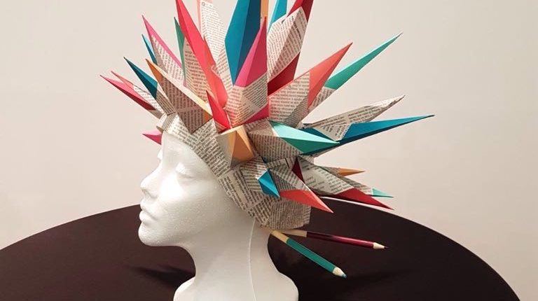 Proyecto diseño traje de papel para Moda Cálida presentado por la marca Chela Clo realizado por el Taller de Proyectos creativos asiDeCool.
