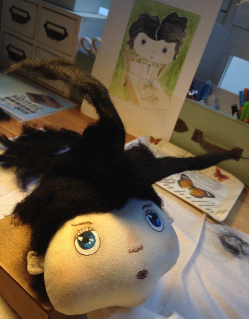 Ilustración y realización del muñeco del personaje del cuento El Rey Cisne. Constructor de sueños