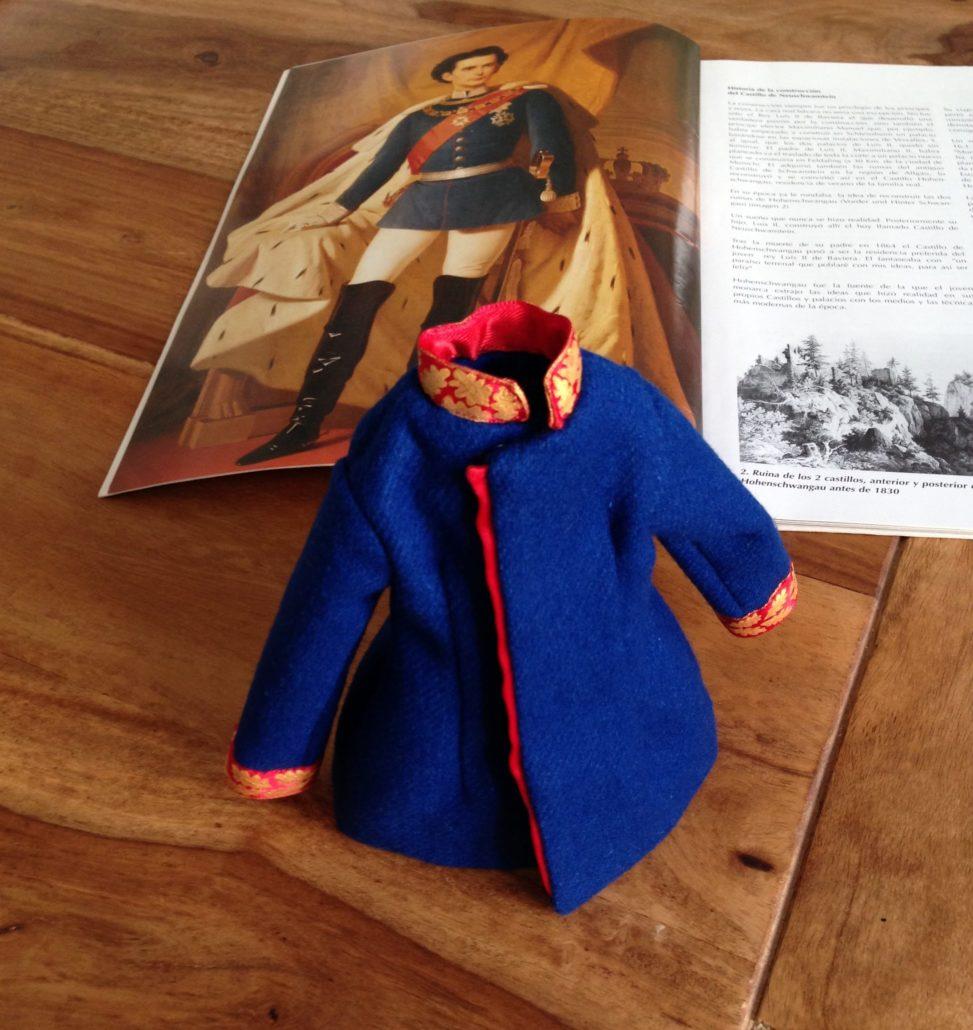 chaqueta del muñeco del personaje del cuento El Rey Cisne. Constructor de sueños
