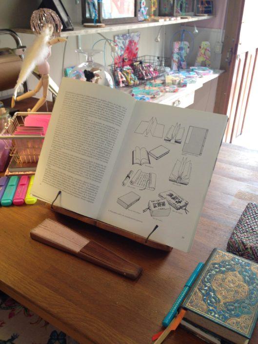 Libro teoría de la encuadernación, libro objeto y plegados.