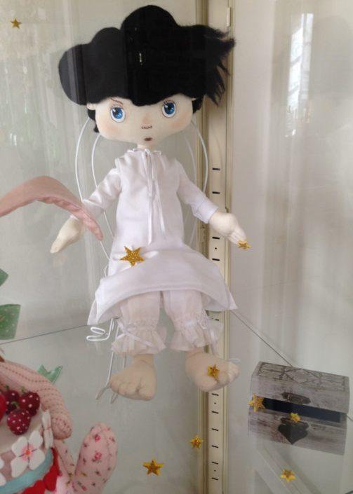 Muñeco del personaje del cuento El Rey Cisne. Constructor de sueños