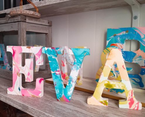 Nombres con letras de madera para bebes
