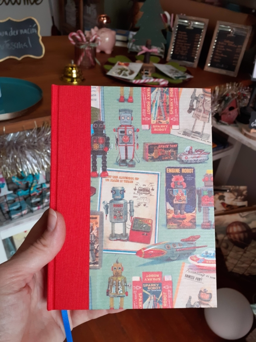 Cuaderno encuadernado a mano robots tela lomo roja mediano