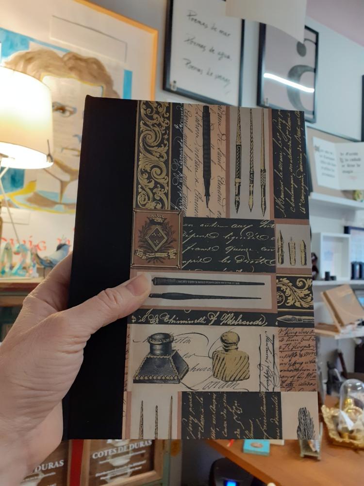 Cuaderno artesano plumas y tinteros