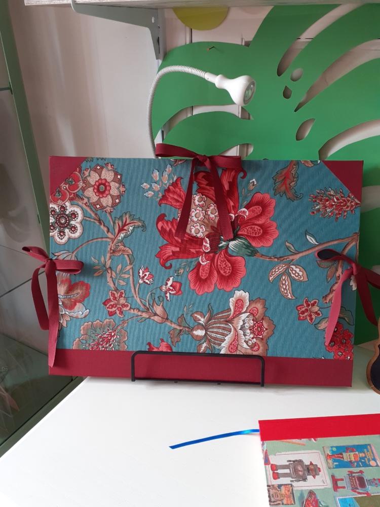 Carpeta DinA-3 artesana flores granate