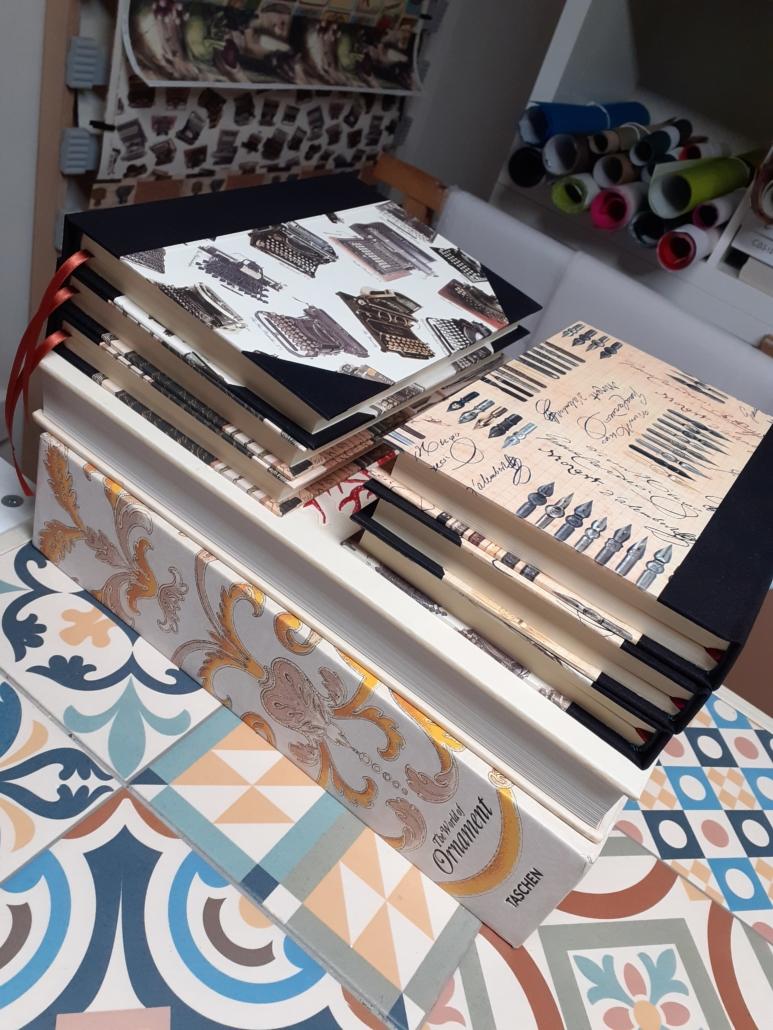 Elaboración artesanal cuadernos hechos a mano